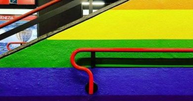 Milano metro porta Venezia stile arcobaleno