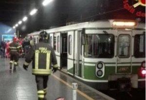 Milano sassi contro i treni della metro