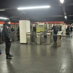 Brusca frenata in metro tra Caiazzo e Loreto: un ferito in codice rosso