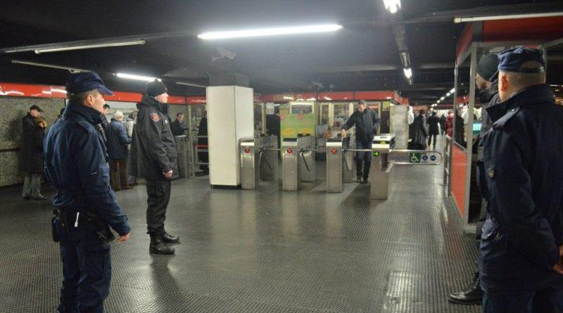 due agenti della Pometro di Milano aggrediti