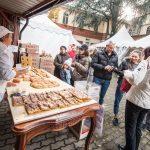 I Frati del Centro Missionario di piazza Cimitero Maggiore fanno il pane