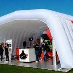 L'utilizzo di strutture gonfiabili come strumento pubblicitario negli eventi a Milano