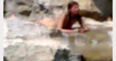 Ragazza si tuffa nuda nella fontana dell'Apple store