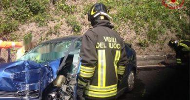 Auto travolta da un treno a Castelveccana