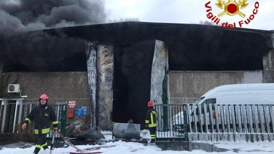 Incendio nella Effec2 srl a Settimo Milanese