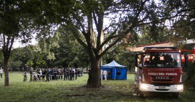 Uomo impiccato ad un albero nel parco della Resistenza