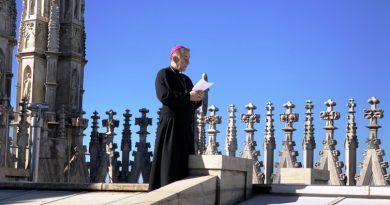 l'Arcivescovo prega la Madonnina