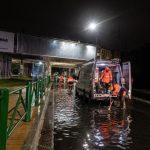 Violento temporale nella notte su Milano: fulmini, vento, grandinate e strade allagate