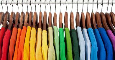 Abbigliamento estivo personalizzato per i dipendenti: pantaloni e cappelli