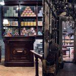 L'ultra centenario marchio piemontese Pastiglie Leone ha aperto in via Palermo 1
