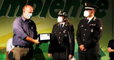 La Polizia locale premiata da Legambiente e Libera per l'operazione Rifiuti preziosi - ph comune milano